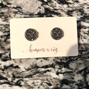 Jewelry - Gray and silver stud druzy earrings